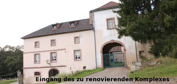 Eingang des zu renovierenden Komplexes